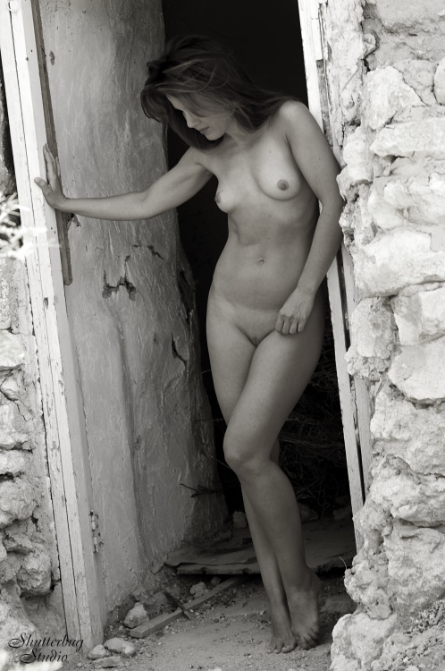 rfdoorbw 199x300 My First Artistic Nude Photo Shoot