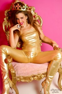 02 Queen Hussy Gold 002B web 199x300 From OMG! to WTF?!